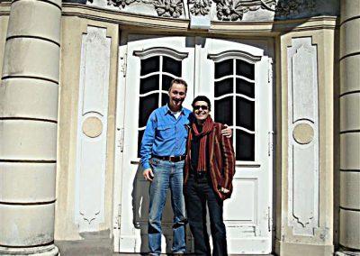 mit Abel Aboualiten vor dem Stadttheater Minden